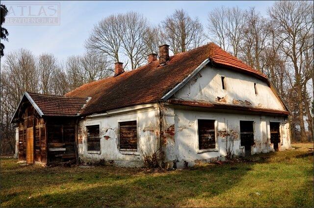 Oficyna w Stalowej Woli-Charzewicach