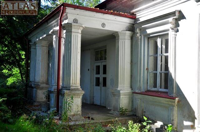 Dwór Błotnickich w Dzikowcu