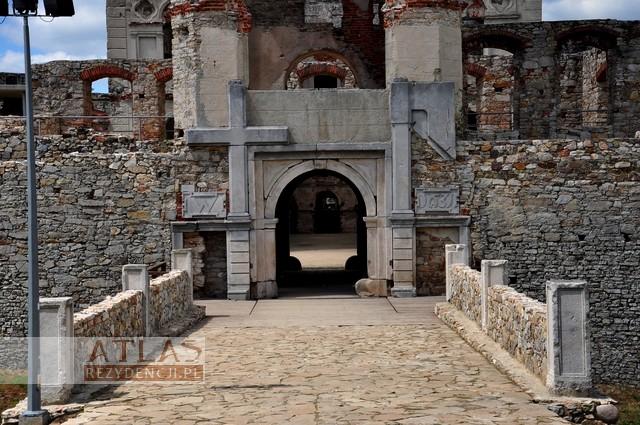 Zamek Krzyżtopór w UjeĽdzie_foto_4