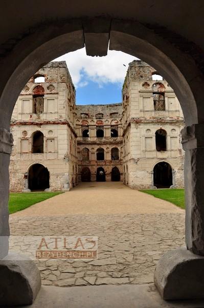 Zamek Krzyżtopór w UjeĽdzie_foto_5