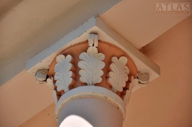 Pałac w Żyznowie - zwieńczenie kolumny